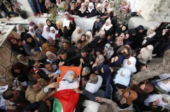 انتشال جثمان شهيد من تحت الأنقاض في حي الشجاعيةشرق غزة
