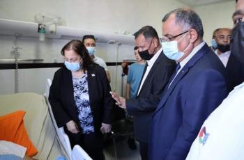 السفير العماني يعود جرحى المواجهات مع الاحتلال في الضفة
