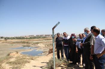 غنيم يطلع على الأضرار التي لحقت بقطاع المياه جراء العدوان على غزة