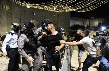 الاحتلال يعتقل مواطنا ونجله من الخليل