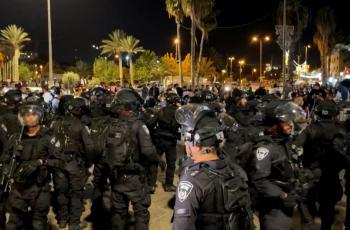إصابة سيدة واعتقال شابين خلال اعتداء الاحتلال على المواطنين قرب