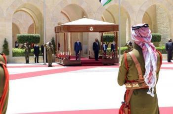 الرئيس يصل عمان ويجتمع مع العاهل الأردني ويبحثان آخر التطورات السياسية