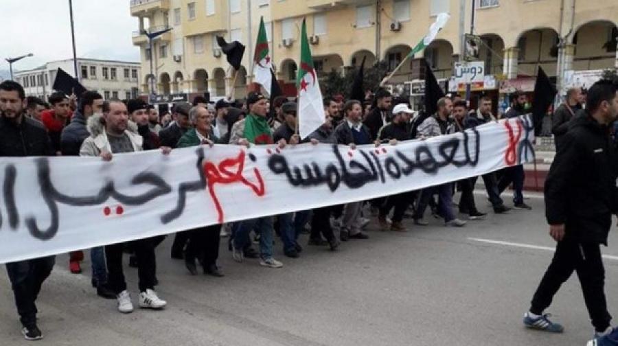 جزائريون مُنتفضون: لا لبوتفليقة ولا لأخيه