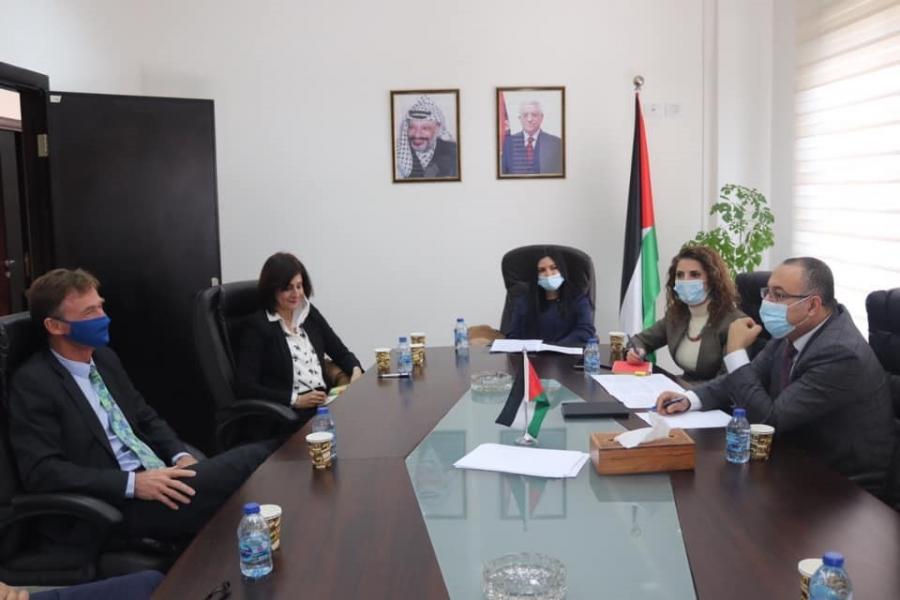 الوزير أبو سيف يبحث مع ممثل الاتحاد الأوروبي تعزيز التعاون الثقافي بين البلدين
