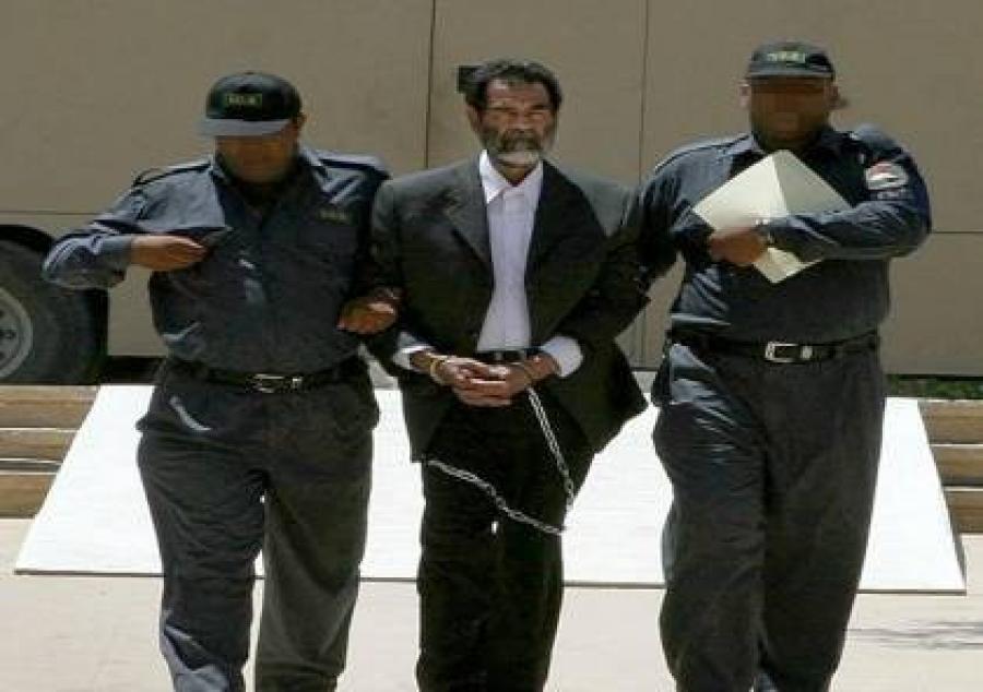 رواية جديدة تكشف قصة اعتقال صدام حسين.. من أفشى السر ودل الأمريكان على المخبأ