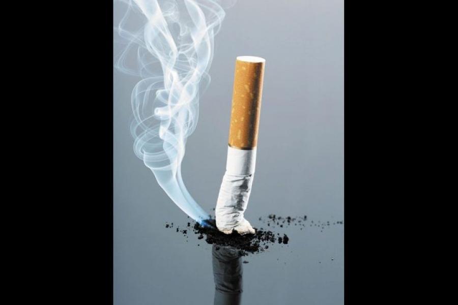 طبيب: التدخين عامل أساسي مسبب لأمراض السرطان