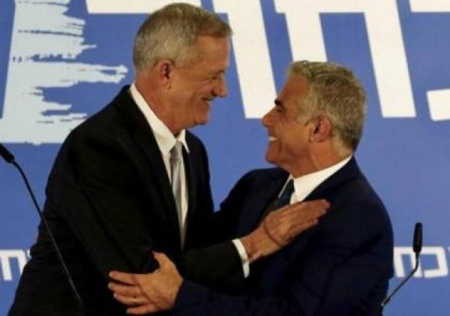 غانتس يغازل لابيد: يمكننا الوحدة مجددًا وأن تكون رئيسًا للوزراء