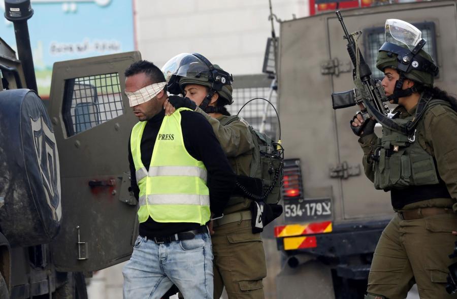 قوات الاحتلال تعتقل شابا من الطور في القدس المحتلة