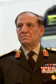 القوات المسلحة تستدعي سامي عنان للتحقيق بسبب تورطه في مخالفات قانونية