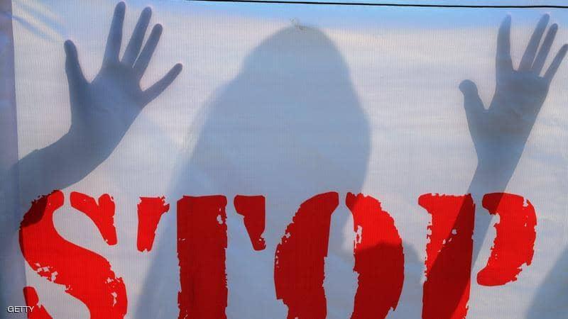 (عامل ديليفري) يتحول إلى (ذئب بشري) طليق يثير رعب نساء لندن.. والشرطة تطلب المساعدة