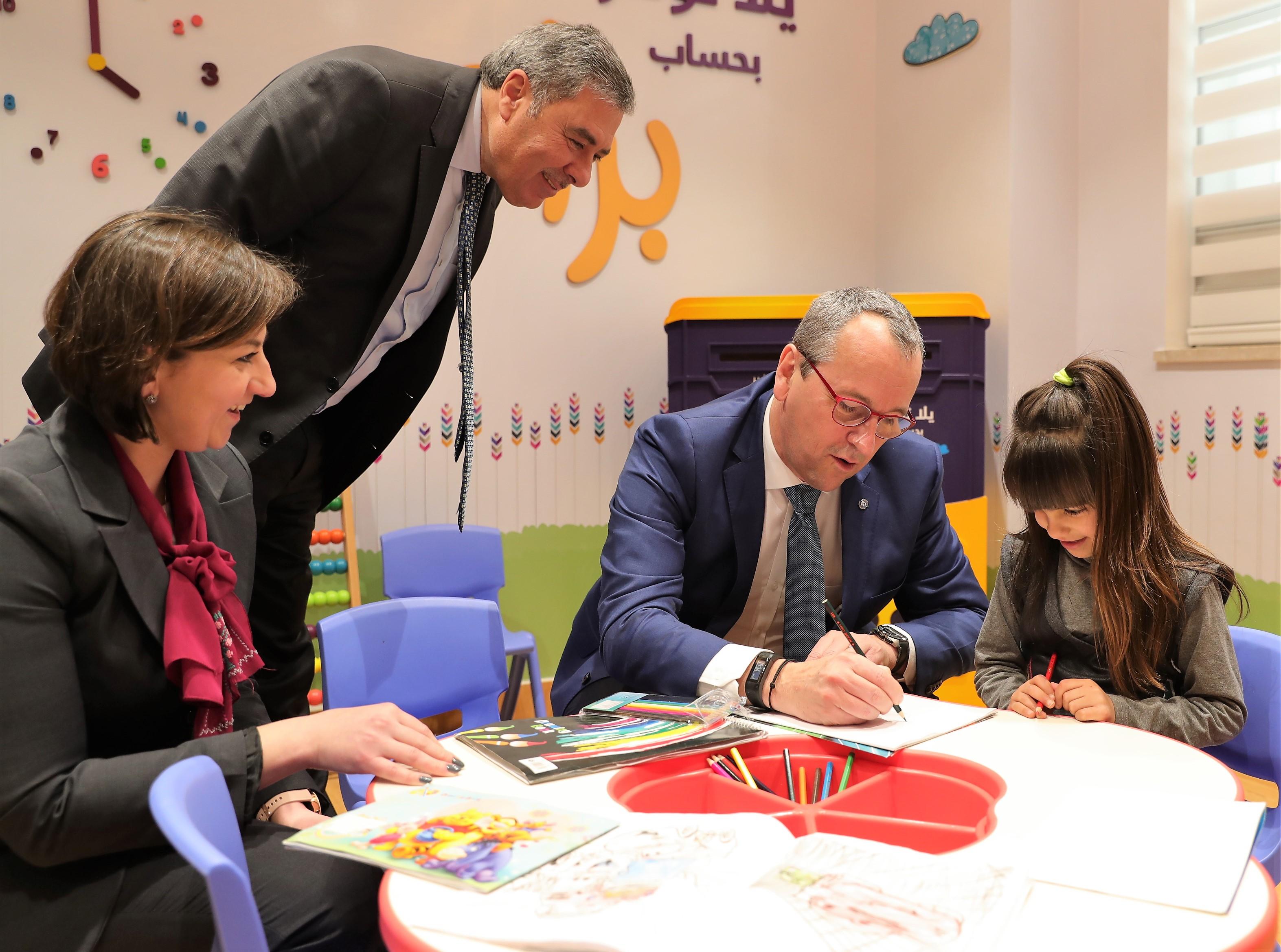 بنك فلسطين يستقبل المدير الإقليمي لمنظمة اليونيسيف في منطقة الشرق الأوسط وشمال أفريقيا ويبحث معه سبل التعاون المشترك