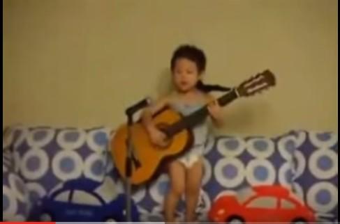 أجمل 10 فيديوهات أطفال مضحكة