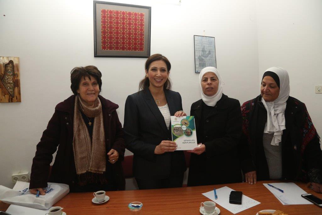 لقاء حواري بين قيادات المؤسسات النسوية ورئيسة الجهاز المركزي للإحصاء الفلسطيني