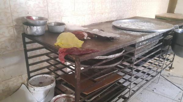 بالفيديو: إيقاف معمل جاتوه ومحل للمشاوي بغزة وخانيونس بسبب الحشرات والمواد الفاسدة