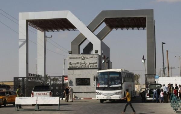 صحيفة: السلطات المصرية بدأت خطوات لتسهيل عملية السفر عبر معبر رفح