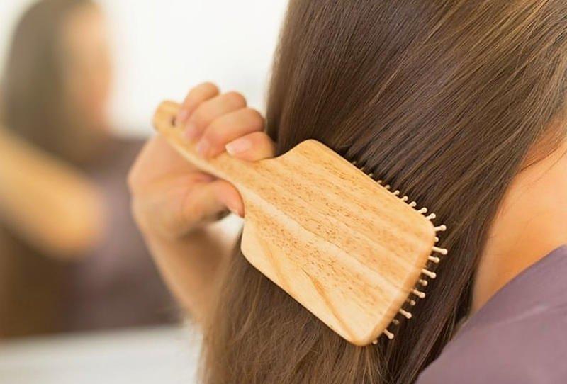 تعرّفي إلى طرق تنظيف فرشاة شعركِ