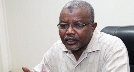 شاهد..لحظة القبض على وزير سوداني في مطار الخرطوم