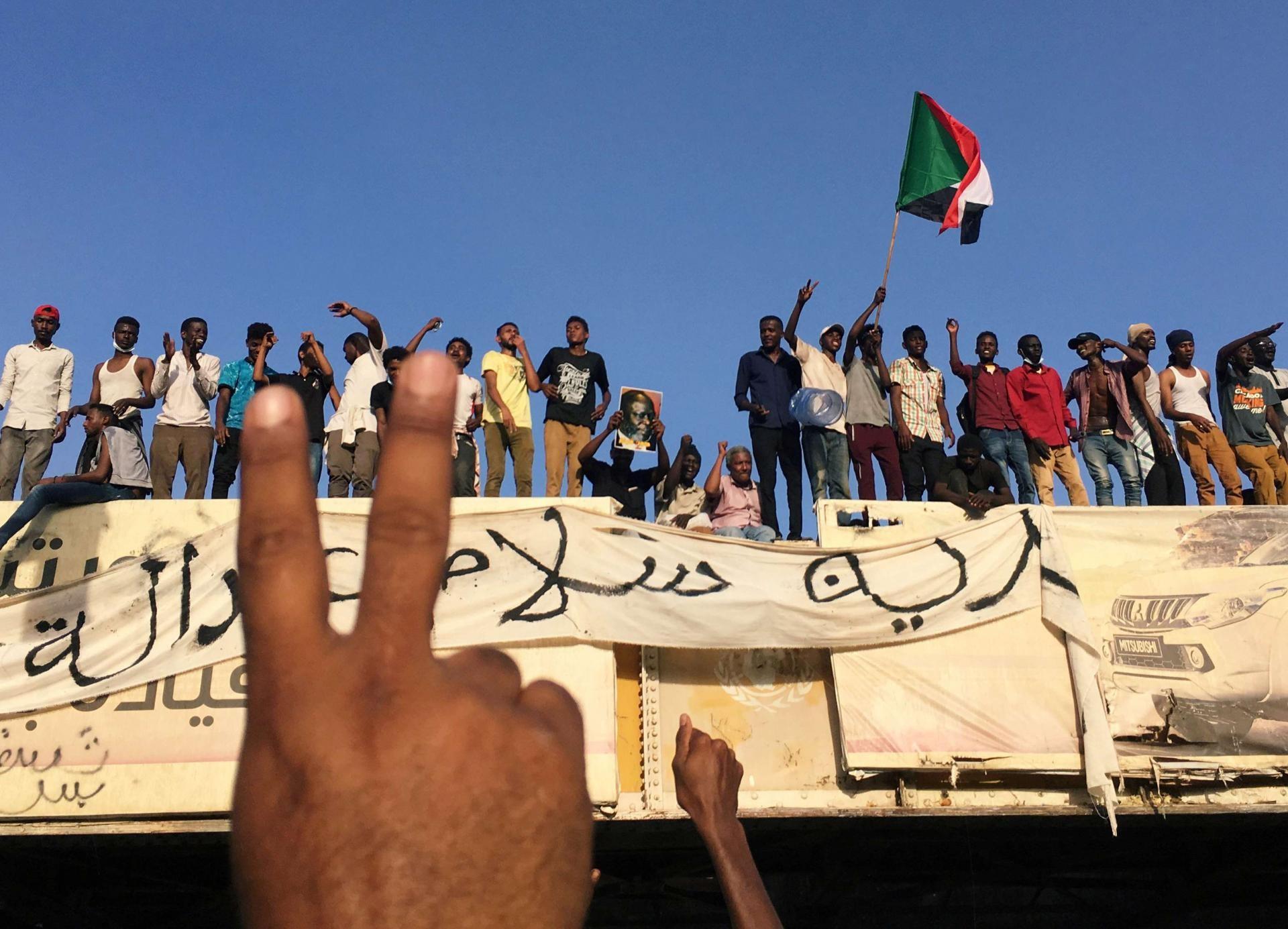 اهم عناوين الصحف السودانية السياسية اليوم الاثنين 15 أبريل 2019 - صحف السودان اليوم