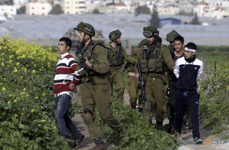 الاحتلال يحتجز طفلين