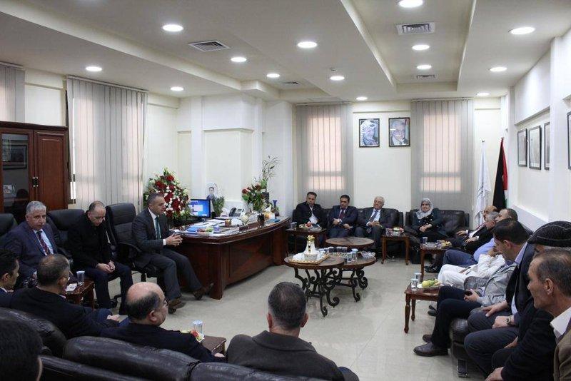غرفة محافظة الخليل تبحث التنمية الاقتصادية مع وفد وزاري
