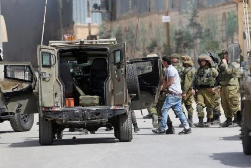 جيش الاحتلال يعتقل 10 فلسطينيين في الضفة