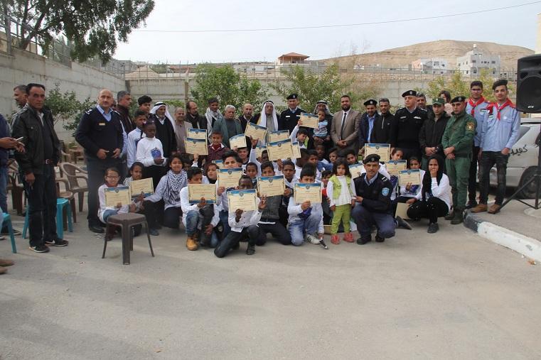 الشرطة تخرج 42 طفلا من الاغوار شاركوا في مخيمها الشتوي في اريحا