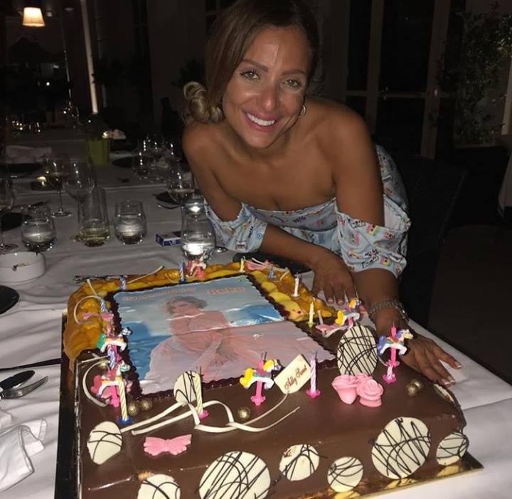 صور: ريم البارودي تحتفل بيوم ميلادها مع اصدقائها.. وترد على كلمات احمد سعد القاسية باحتراف!