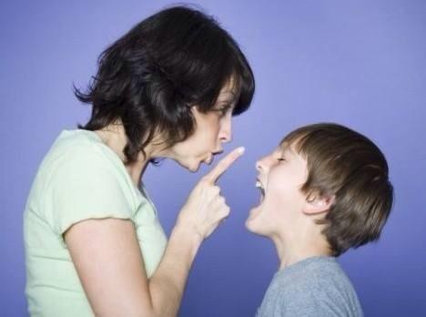 تجنبي هذه العبارات مع أطفالك!!