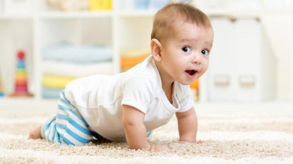 زحف الرضع على السجاد يحسن مناعتهم!
