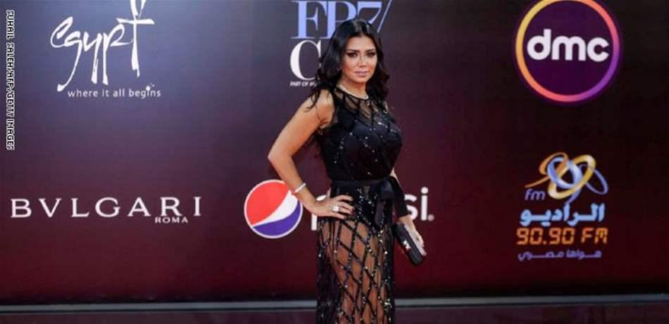 فستان رانيا يوسف تابع.. المصوّر متهم بنشر الفجور!