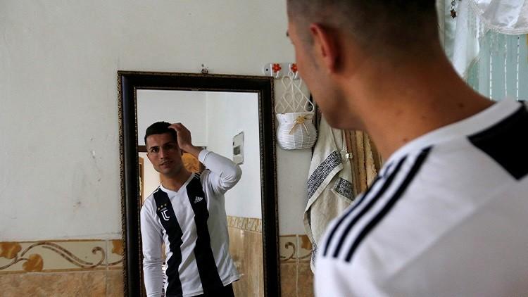 شاهد.. شبيه رونالدو (العراقي) يتعرض للمضايقات من جماهير برشلونة