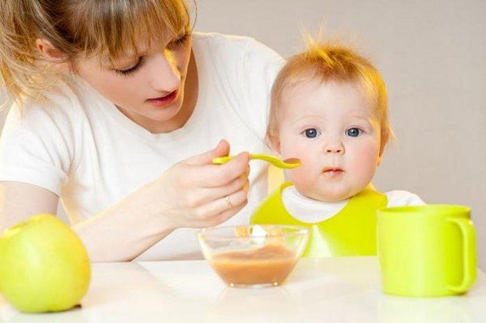 تغذية الطفل بعد عامه الاول