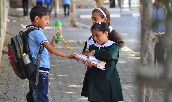 falastentoday--طلبة-المدارس-في-غزة5.jpg